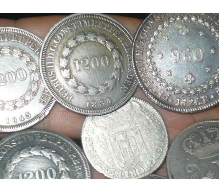Compro moedas d prata grandes  a  pago R$ cada