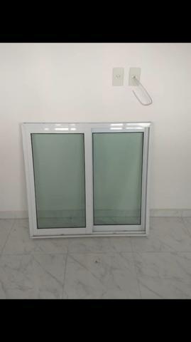 Porta e janela de alumínio branco