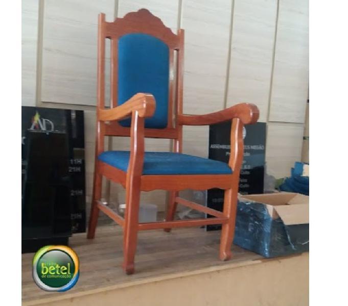 cadeira de madeira para sua casa, igreja, capela e etc..