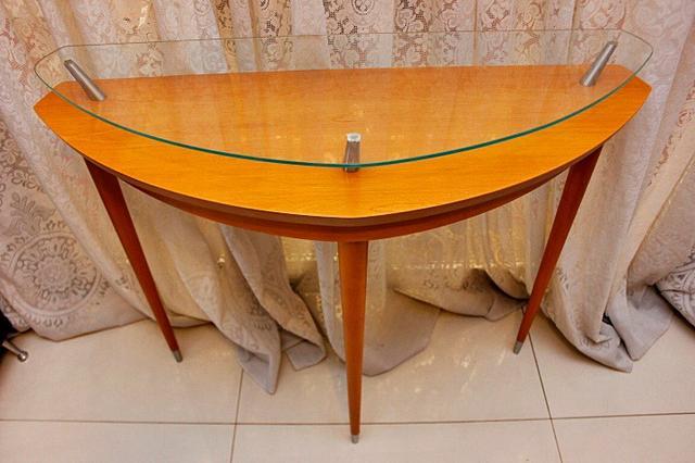 Aparador Buffet em Madeira Maciça e Vidro Moderno