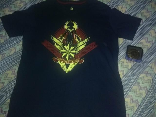 Leia o anuncio *camisa P masculina capitão Marvel e escudo