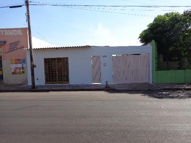 Casa c / ponto comercial Em LINS / SP