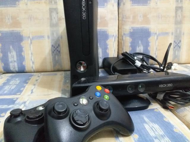 Xbox 360 com kinect. Leia a descrição