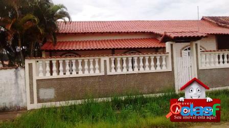 Casa em Iguaba Grande, 03 quartos (02 suítes).