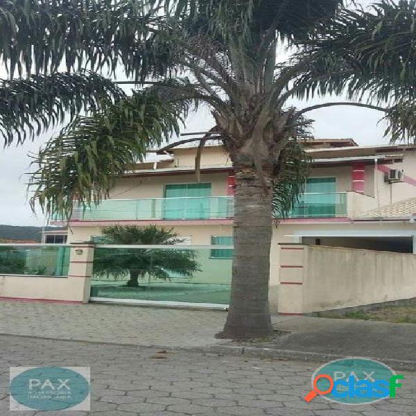 Linda casa de dois andares na Praia de Fora!