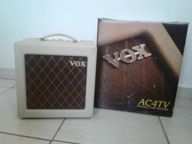 Amplificador de Guitarra Valvulado Vox AC4TV Na Caixa