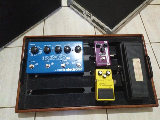 Set de Pedais + pedalboard W case (VALORES NO ANUNCIO)