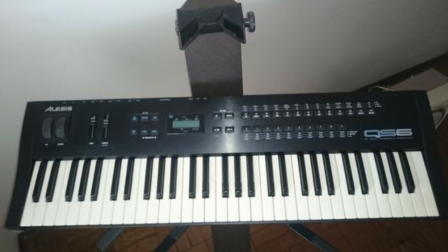 Teclado Alesis Qs6 c/ Suporte marca STAY para piano, Capa