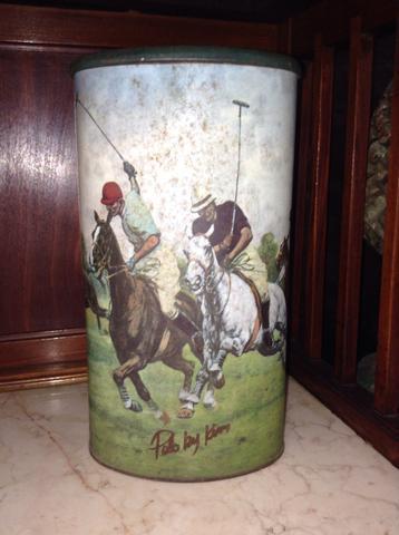 Antiga lata polo pintada à mão