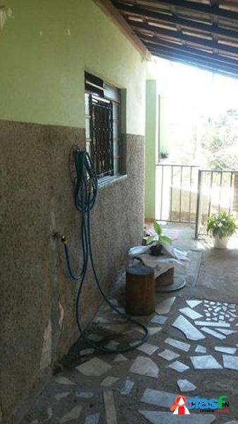 Casa de 3 qtos/suíte/terraço/varanda/bairro Liberdade