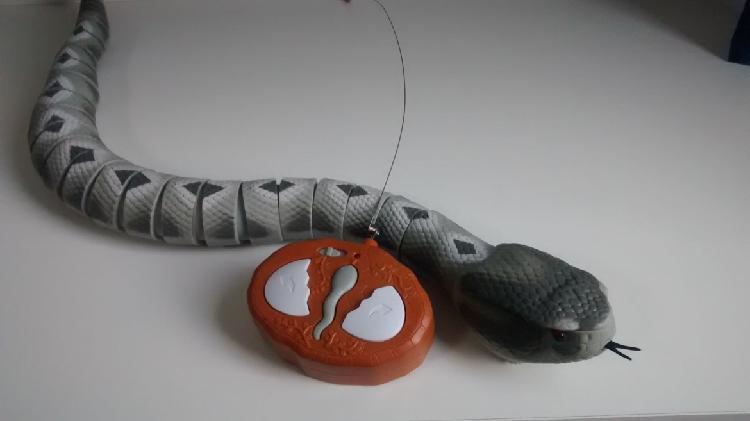 Cobra de Radio Controle