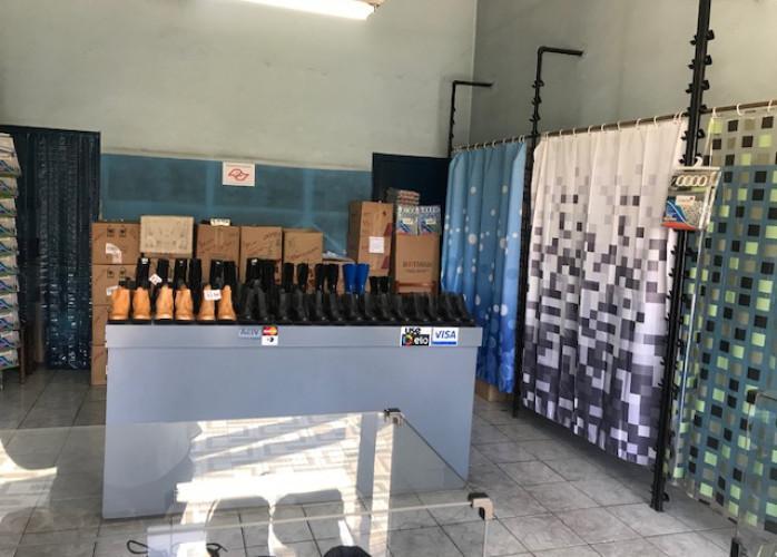 Loja de Calçados e Botas de Segurança no Centro de Santo