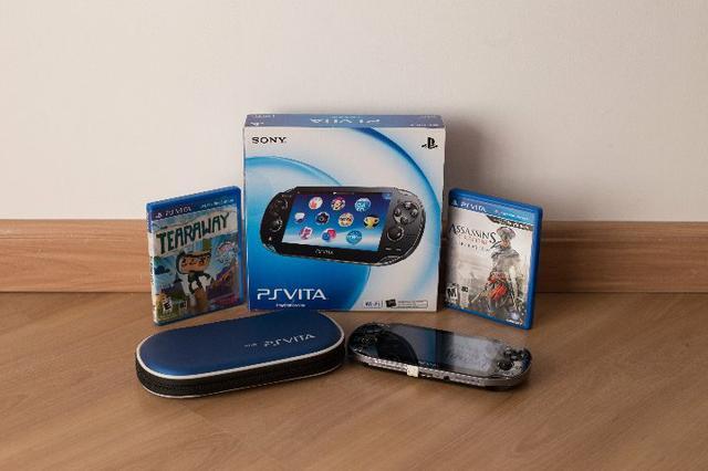 PS Vita - Com 2 jogos, cartão de memória, e bag