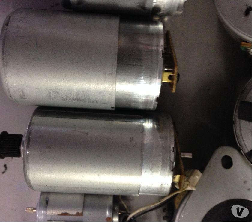 Vendo lote de motores eletrônicos com 200 peças