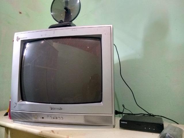 Televisão de tubo com conversor