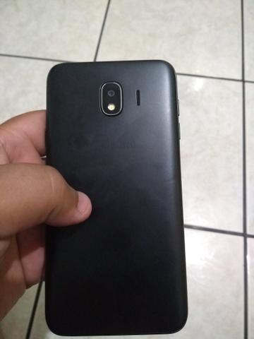 Vem que tem rolo. Samsung j4 32 gigas. 400 reais.