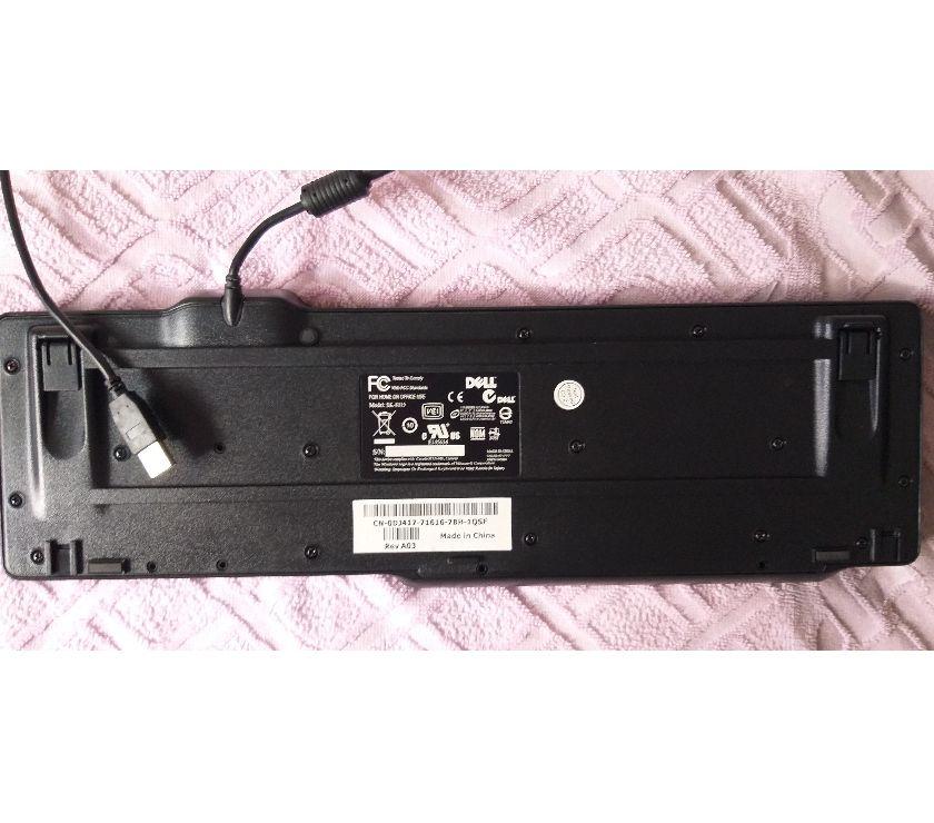 Teclado usb com fio, marca Dell, modelo SK-, cor preta,
