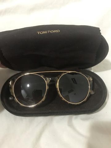 Óculos escuros de onça