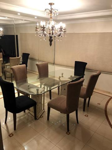 Conjunto mesa e cadeiras de jantar