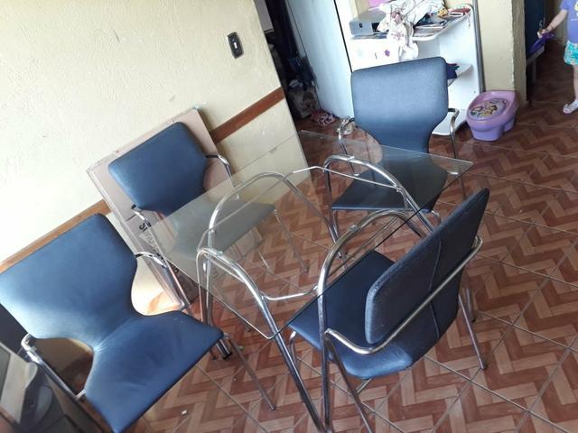 Linda mesa de vidro com 4 cadeiras (pra sair hoje)