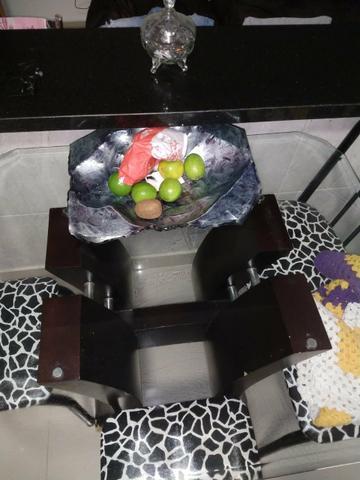 Mesa com tampo de vidro moderna e 4 cadeiras só  quem