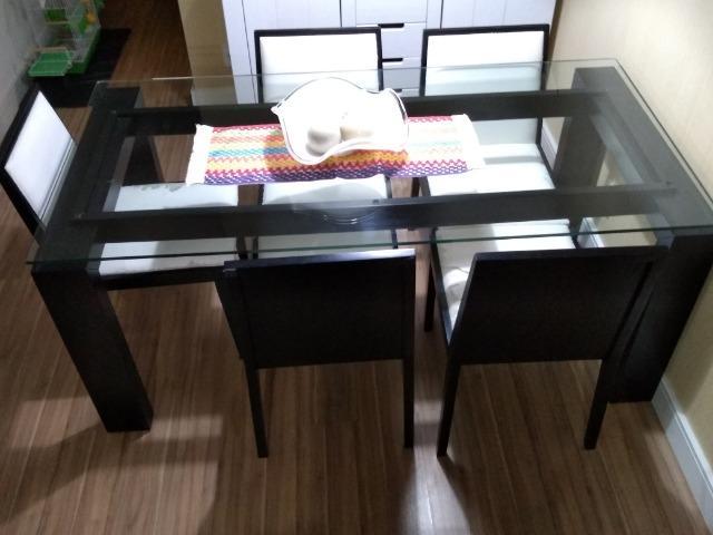 Mesa de Jantar e 06 cadeiras
