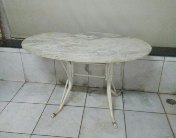 Mesa oval mármore
