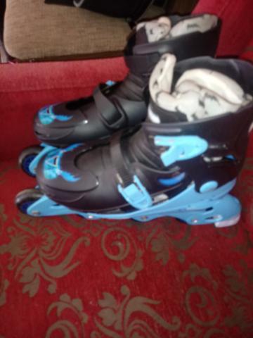 Vendo esse par de patins com rodinha e em ótimo estado
