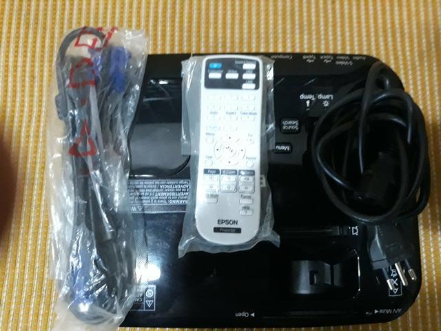 Projetor Epson S31+ HDMI c/controle remoto