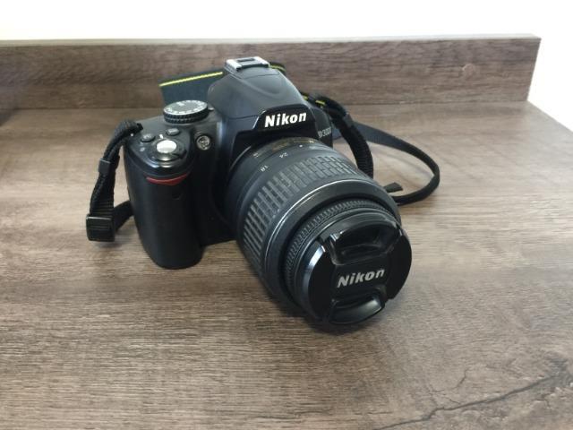 Câmera Nikon D com DUAS lentes (mm e mm)