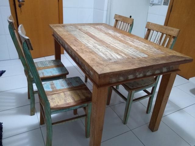 Mesa e Cadeiras em Madeira de Demolição