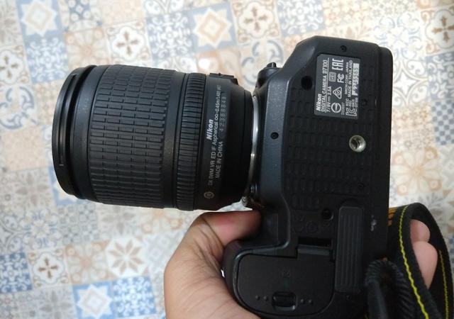 Vendo Nikon D com 10k clicks + lente Nikon mm