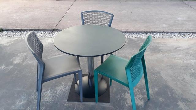 Conjunto mesa e cadeiras para área externa