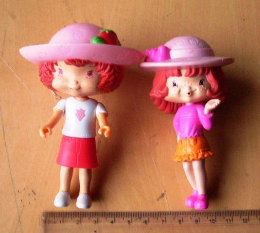 Colecionáveis - Lote 2 Bonecas Moranguinho - Brindes