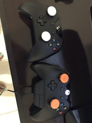 Controles de Xbox one e cabo de Internet
