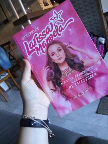 """Vendo livro """"O diário de Larissa Manoela"""" Novo!"""