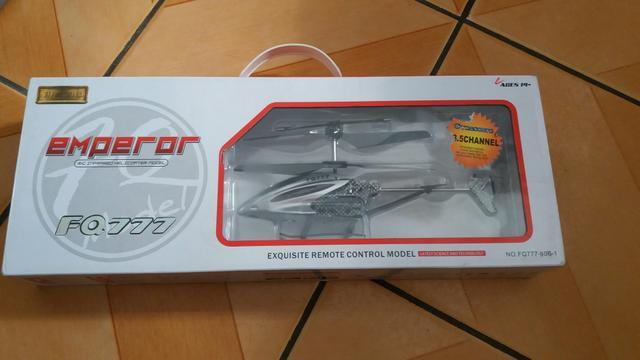 Helicóptero de controle remoto
