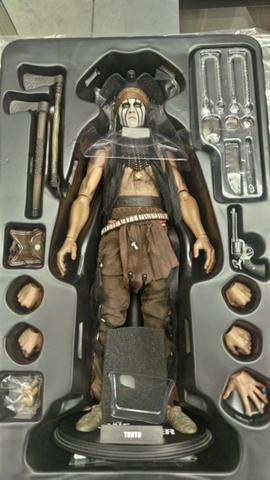 Hot Toys - Johnny Depp (Tonto - Cavaleiro Solitário)