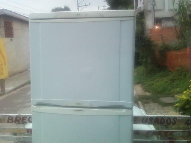 vendo uma geladeira continental 430L duplex semi nova
