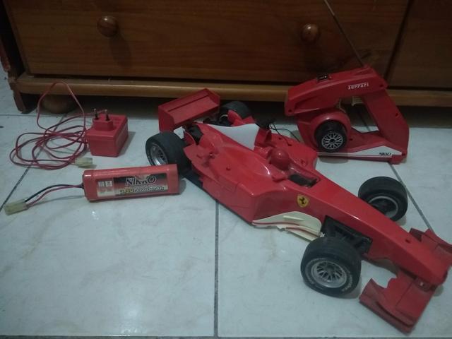 Ferrari de controle remoto. (Leia a descrição)