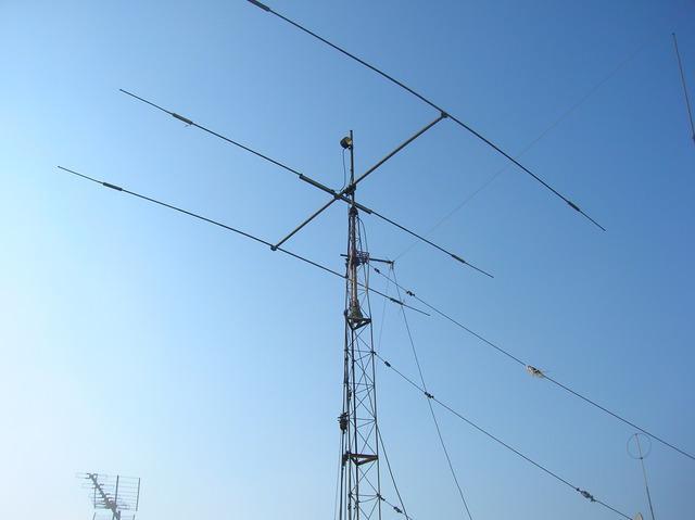Vendo Rádios, Antenas, Torres e Farto Material Para