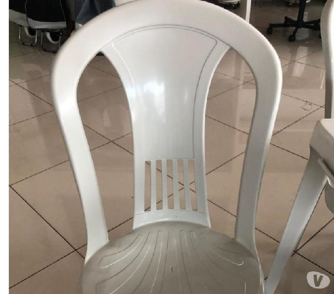 jogo de mesa plastico com 4 cadeiras