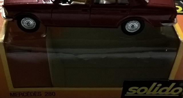 miniatura do carro mercedes bens modelo 280 carroceria de