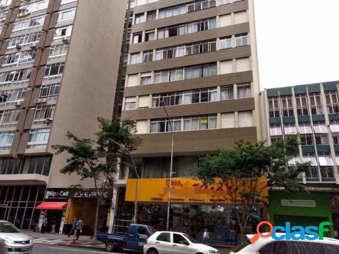 Amplo Apartamento com 3 dormitórios no Centro de Curitiba