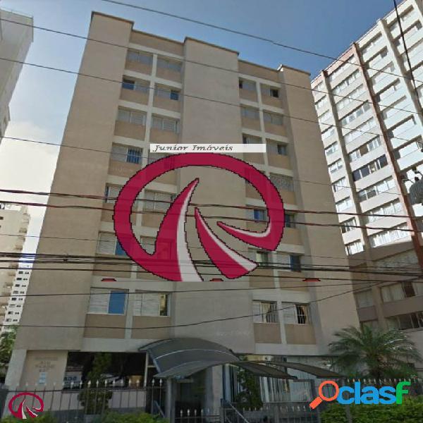 Apartamento com 03 dormitórios em Moema