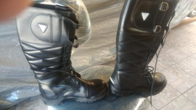 Bota alta para andar de moto estilo rocan e cet cor preta