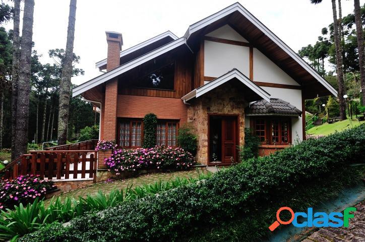 Casa em Condomínio Fechado com fácil acesso.