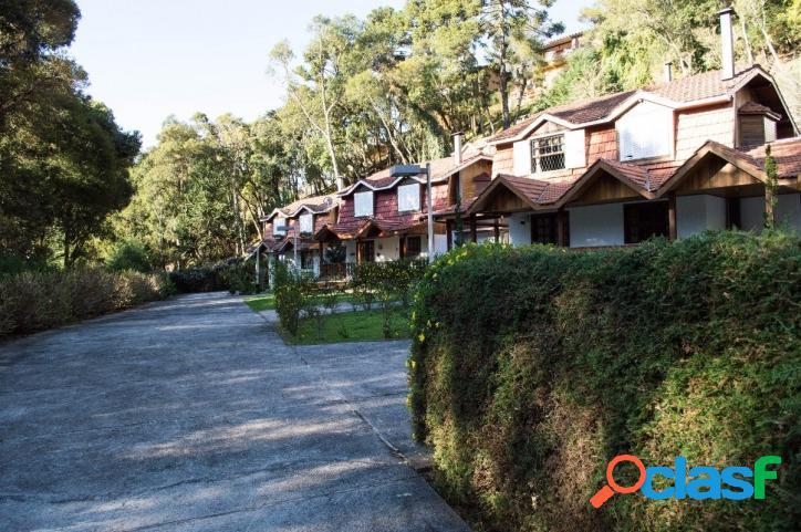 Casa em condomínio na região do Jardim Manancial