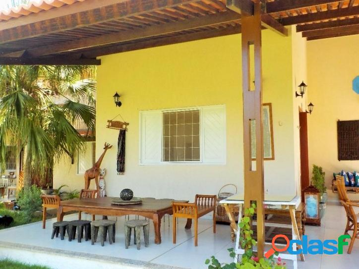 Vende-se casa alto padrão em terreno de 720m²