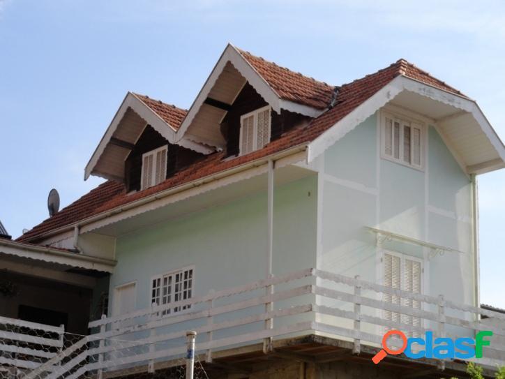 Vila Inglesa - Casa em alvenaria c/ 02 Quartos (01 Suíte)